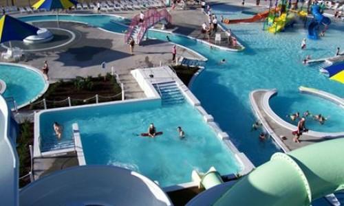 The_Springs_Aquatic_Center_at_Tiffany_Hills_Park_in_Kansas_City_Missouri_5648837