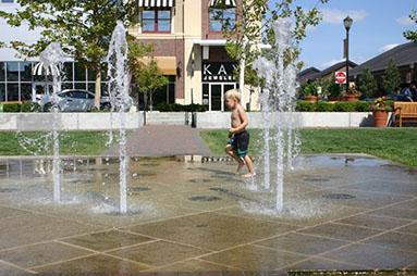 Zona Rosa Fountain